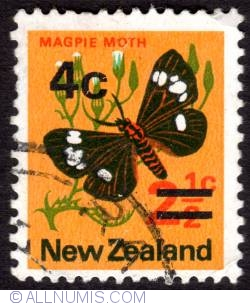 Image #1 of 2½-4¢ 1971 - Cents Magpie Moth - overprint