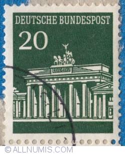 Image #1 of 20 Berlin Brandenburg Gate 1965