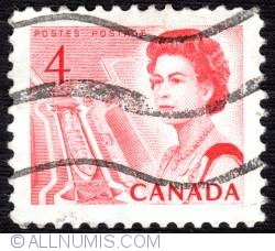 Imaginea #1 a 4¢ 1967 -  Elizabethh II-Mid-Canada Seaway view (used)