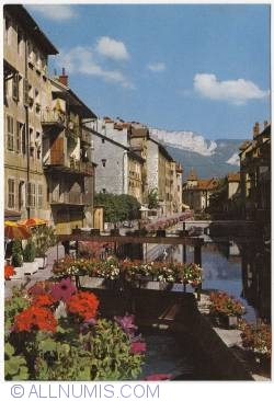 Annecy - Old Quarters. The valves on the Thiou canal; Mont Veyrier (Le Vieux Quartiers. Les vannes sur le canal du Thiou; au fond, le Mont-Veyrier)