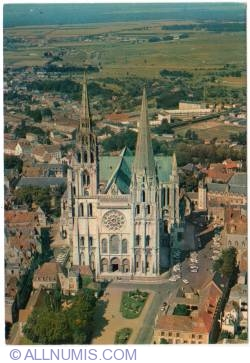 Image #1 of Chartres-Cathedral aerial view (1973)