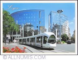 Image #1 of Lyon_Place Gabriel Peri et le tram T1