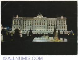 Imaginea #1 a Madrid - Grădinile Sabatini și Palatul Regal