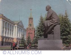 Image #1 of Moscow - Lenin statue and the Kremlin