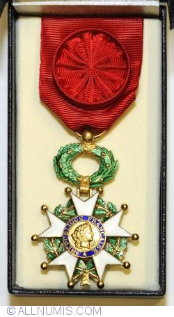 Image #2 of National Order of the Legion of Honour, 5th Republic (Officer)
