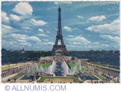 Imaginea #1 a Paris-Eiffel tower and Varsovie Fountains-day-1970