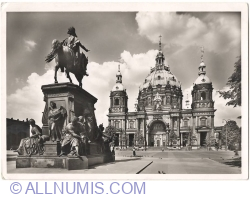 Berlin - Lustgarten (Garden of Lust) with cathedral and monument to King Friedrich Wilhelm III