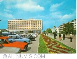 "Image #1 of Pitești - Hotel ""Muntenia"" (1973)"