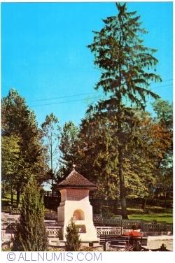 Image #1 of Curtea de Argeş - Meșter Manole's well