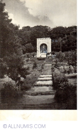 Image #1 of Mausoleum of Octavian Goga and Veturia Goga (1967)