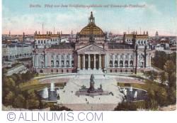 Image #1 of Berlin - Platz vor dem Reichstagsgebaude mit Bismarck Denkmal