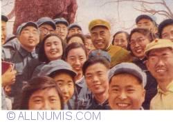 Imaginea #2 a Generalul Chu Teh (Zhu De) printre tineri (1951)