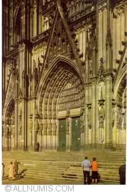 Image #1 of Cologne (Köln) - Cathedral main entrance (facade)