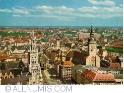 Image #1 of Munich - Marienplatz with the St. Peter's chuch and City Hall from the Frauenkirche