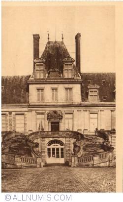 Image #1 of Fontainebleau - The Palace -  The horseshoe stairway  (Le palais - L'escalier du Fer-à-cheval)