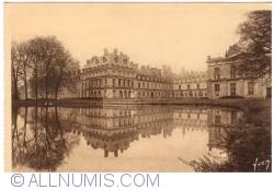 Imaginea #2 a Fontainebleau - Palatul - Faţada dinspre Iazul Carpes (Le palais - Façade sur l'Etang aux Carpes)