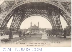 Image #1 of Paris - The Trocadéro from under the Eiffel Tower - Papeghin 57