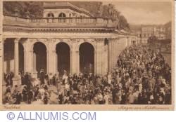 Image #1 of Karlsbad - Morning at Mühlbrunnen (Morgen am Mühlbrunnen) (1928)