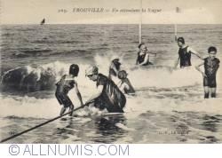 Imaginea #2 a Trouville - Aşteptând valul -  En attendant la Vague