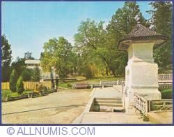 Image #1 of Curtea de Argeş - Master Manole`s well
