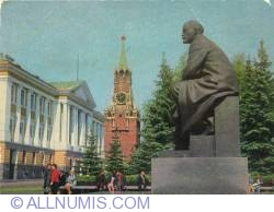 Image #1 of Moscow Kremlin - Statue of Lenin and Spasskaya tower