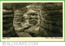 Image #1 of Stołowe Mountains - Błędne Skały (False Rocks) (1951)
