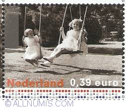 Image #1 of 0,39 Euro 2003 - Princesses Beatrix and Margriet (1943)