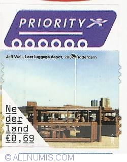 0,69 Euro 2006 - Jeff Wall - Lost Luggage Depot