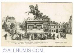 Image #1 of Rouen - Place de l'Hotel de Ville - Napoleon's Statue (1919)