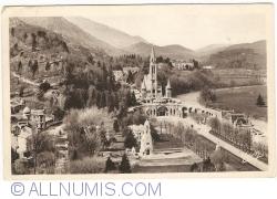 Imaginea #1 a Lourdes -  Basilica văzută dinspre Castel (1945)