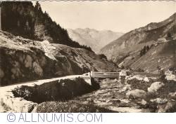 Image #1 of Barèges - La Route du Tourmalet et le Bastan au Pont de Labit (1964)
