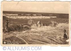 Image #1 of Duinbergen (Knokke-Heist) - Bathing with heavy weather